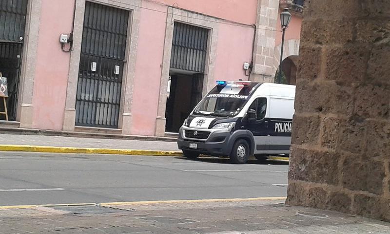 Al lugar acudieron elementos de la Policía Michoacán, que acordonaron la zona; de la UEEC, que iniciaron la carpeta de investigación correspondiente, y del Semefo