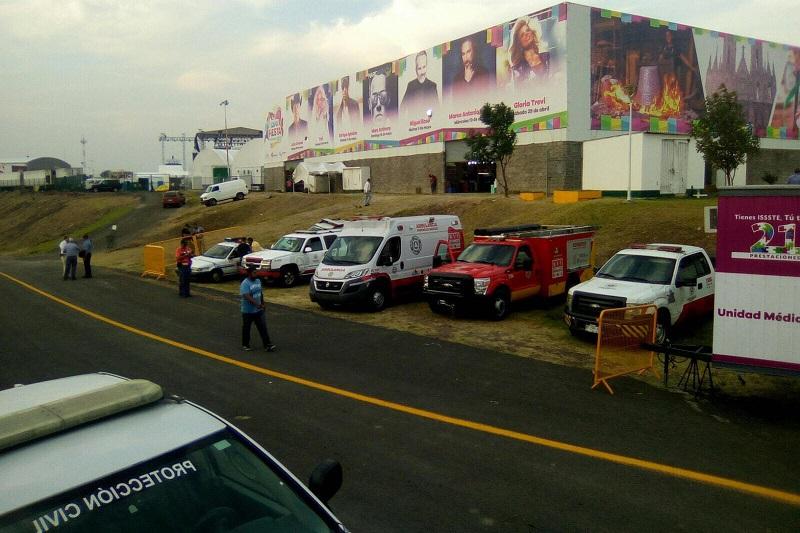 Asimismo, PC invita a seguir sus redes sociales, Facebook: Protección Civil Michoacán y Twitter: @pcmichoacan para conocer recomendaciones y avisos a fin de mantener un ambiente sano y libre de accidentes durante la Expo Fiesta Michoacán