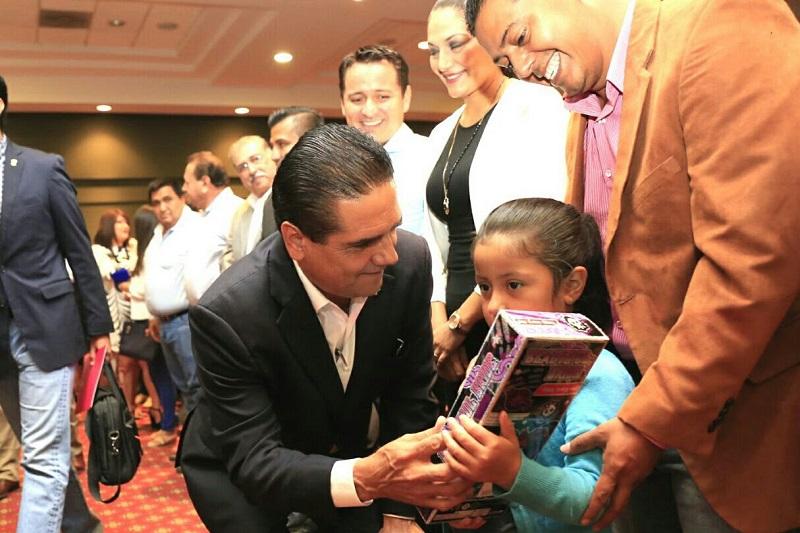 Soy un aliado del desarrollo integral de las niñas y los niños, aseveró Aureoles Conejo