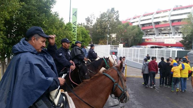 La apertura al estadio se realizará a partir de las 16:30 horas, por lo que la Policía Michoacán mantendrá recorridos permanentes, se instalarán vallas de seguridad en los accesos y se contará con unidades y elementos de Protección Civil