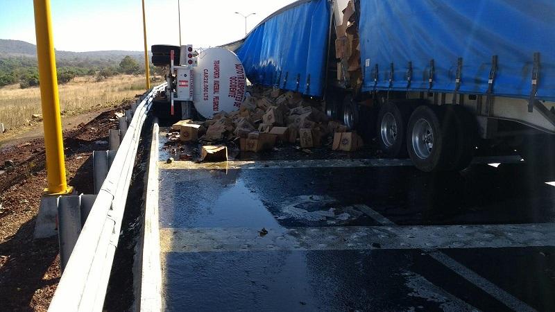 Prácticamente todas las semanas se registran de uno a dos accidentes severos en la nueva autopista abierta por el gobierno federal
