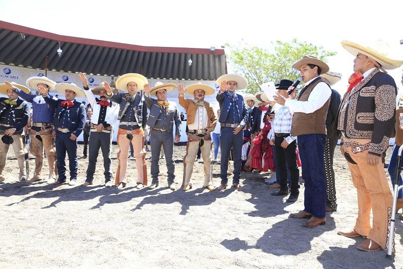 Al inaugurar la 53 edición del Congreso y Torneo Estatal Charro 2017, Aureoles Conejo aseguró que este deporte es familiar y ayuda a fortalecer el tejido social, a generar un ambiente de armonía y convivencia sana, por lo que mostró su determinación de apoyar esta actividad