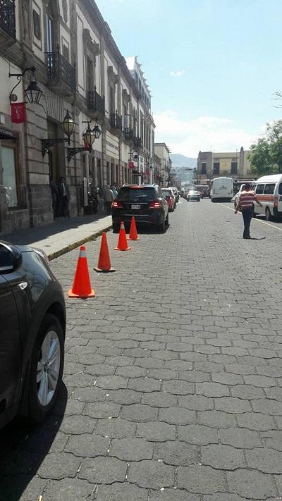 Además, se agudiza el grave desorden vial con espacios públicos invadidos y taxis con placas de otros estados