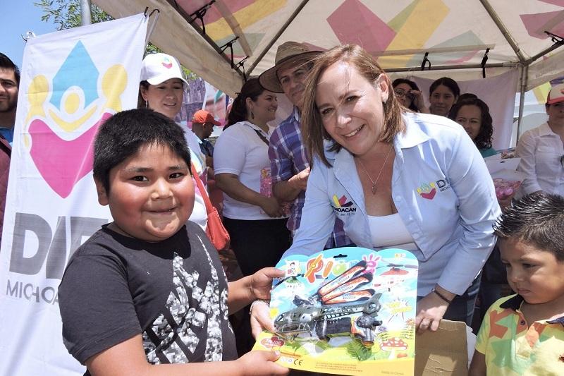 La directora general del Sistema DIF Michoacán, Rocío Beamonte Romero informó que el cuidado de las niñas y niños es primordial en la labor que realiza diariamente el organismo, por lo que se organizaron varias actividades para festejarlos