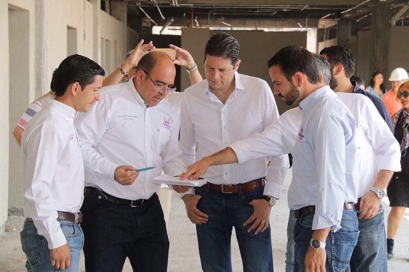 Martínez Alcázar, recordó que en su primera etapa, la unidad médica brindará atención de primer nivel, al contar con 12 salas de consulta, laboratorios, un área administrativa, farmacia y servicios sanitarios