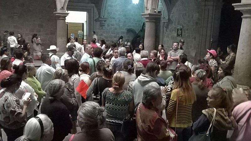 Los manifestantes fueron atendidos por el secretario del Ayuntamiento, Jesús Ávalos Plata, quien les prometió que la elección se hará de manera transparente (FOTO: MARIO REBOLLAR)