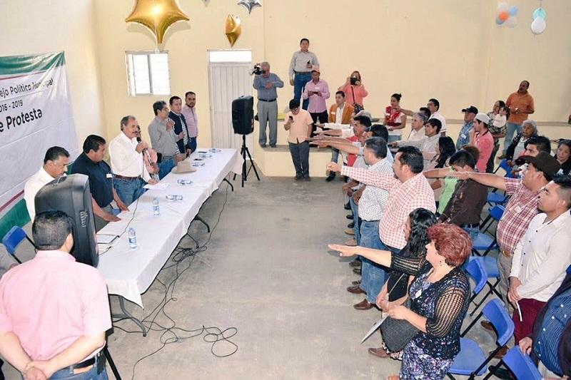 En la toma de protesta de Zamora, agradeció a los nuevos consejeros por reiterar su compromiso partidista y trabajar para continuar siendo gobierno en el municipio, y velar por su progreso