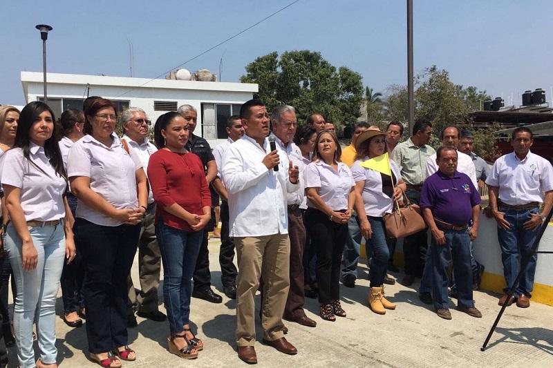 El dirigente llamó a todos los representantes perredistas a trabajar con más entusiasmo, para lograr el ejercicio pleno de los derechos sociales de todos los mexicanos mediante el abatimiento de las carencias sociales y trabajando por su desarrollo
