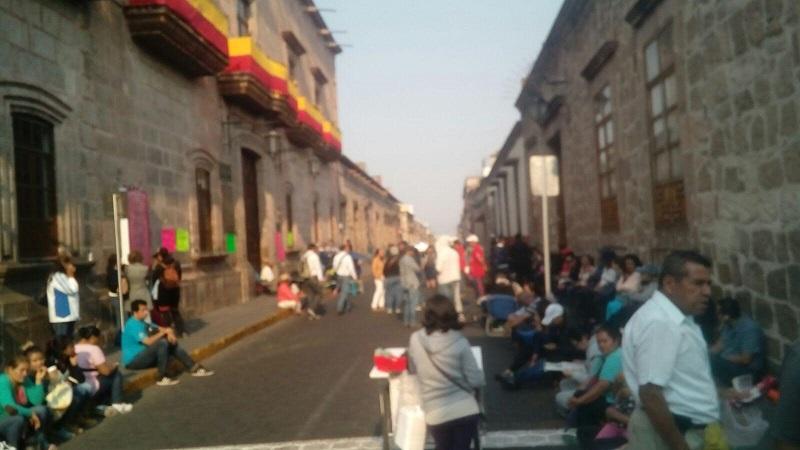 Las manifestaciones de este miércoles están programadas para las alcaldías de los 80 municipios de Michoacán en los que tiene presencia el Colegio de Bachilleres (FOTO: MARIO REBOLLAR)