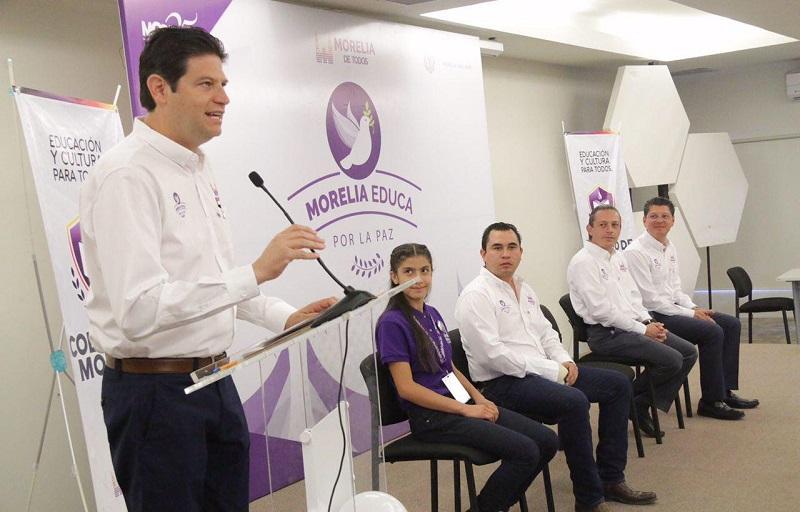 """El presidente municipal encabezó el arranque del programa """"Morelia Educa por La Paz"""""""