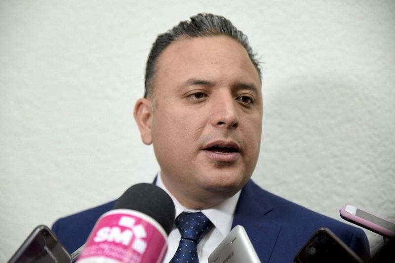 De acuerdo con el Tabulador de Sueldos del Ayuntamiento de Morelia, el salario mínimo de un bombero en promedio es de 4 mil 465.80, resaltó Quintana Martínez