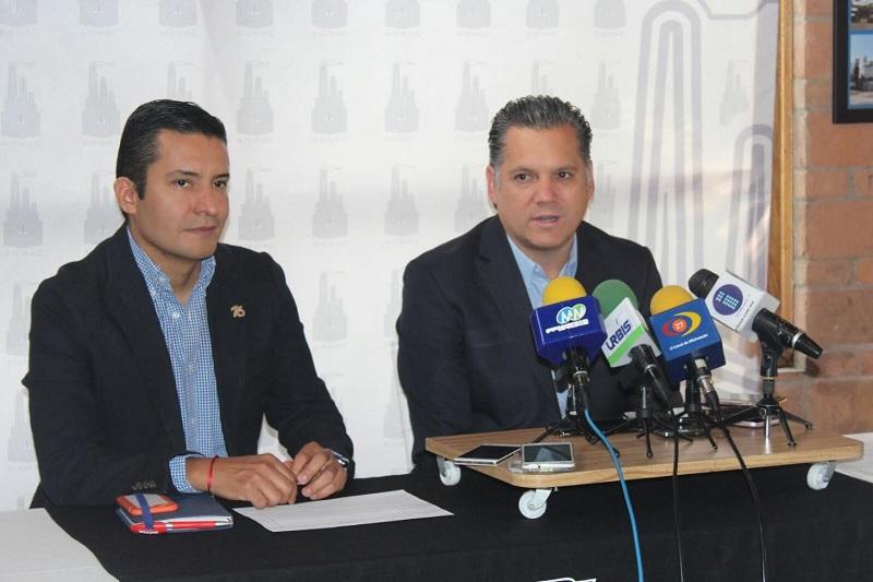 """""""Nosotros lo que vemos en las empresas industriales de Michoacán es que han subido los delitos, al menos así es lo que nos reportan nuestros agremiados, no sólo de Morelia sino de Lázaro Cárdenas, Zamora, Uruapan, La Piedad"""", dijo Ricardo Bernal"""