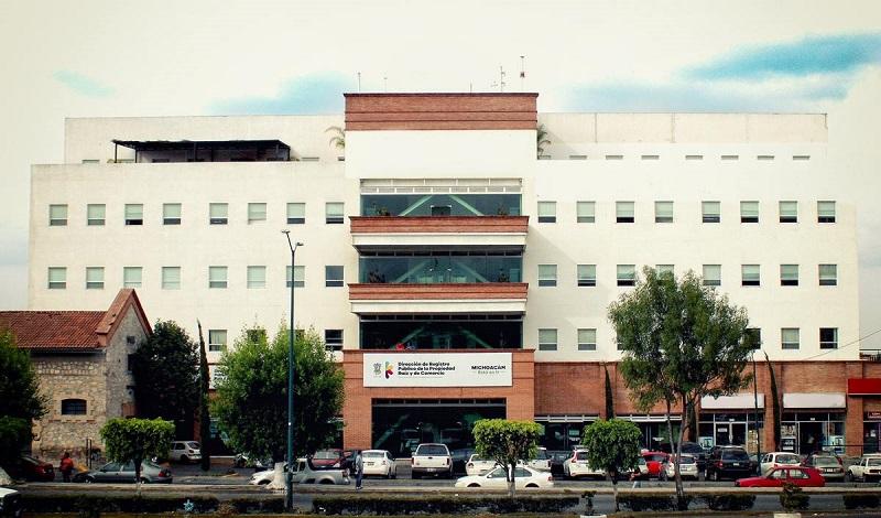 Estrada Esquivel agregó que se está revisando este tema, de manera coordinada con el director de Registro Público de la Propiedad Raíz y de Comercio de Michoacán, con base a una investigación a fondo sobre la presunción de actos o hechos de corrupción al interior de estas oficinas
