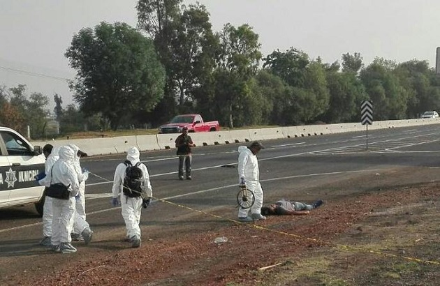 Al lugar arribaron elementos de la Policía Michoacán y de la UEEC de la PGJE (FOTO: FRANCISCO ALBERTO SOTOMAYOR)