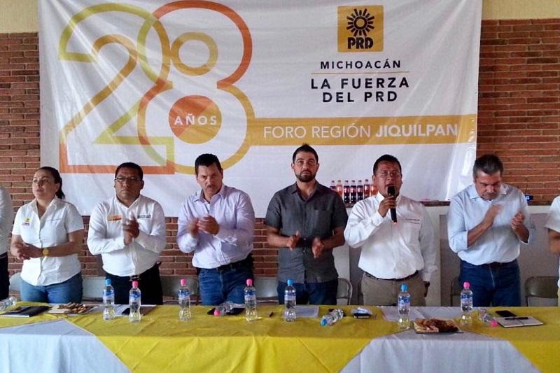 Carlos Torres Piña explicó que en este aniversario se organizaron seis Foros Regionales, con el fin de escuchar a los militantes, para saber cuál es su sentir e invitarlos a hacer lo que les toca para que el PRD vuelva a caminar y luchar de nuevo al lado de los ciudadanos