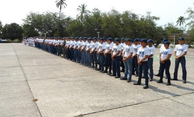 Los marineros del Servicio Militar Nacional juraron Bandera, comprometiéndose con la Patria a ser salvaguardas de nuestro Lábaro Patrio, honrarlo y defenderlo con lealtad y constancia