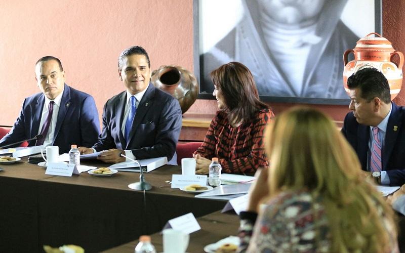 Aureoles Conejo señaló aún hace falta trabajo para cambiar los patrones culturales que, desde el seno de las familias, generan conductas de violencia de género