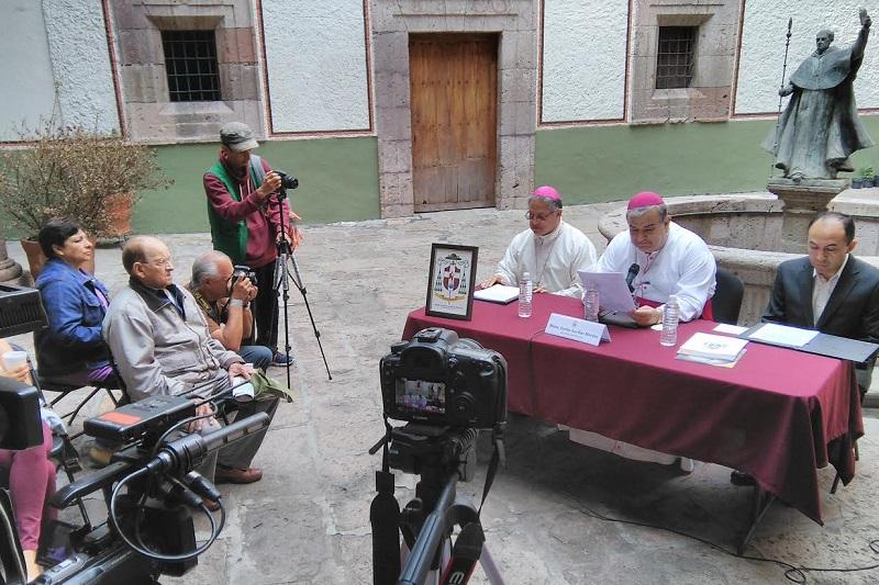 En rueda de prensa, Garfias Merlos destacó el papel trascendente que tiene la mujer en la Iglesia Católica