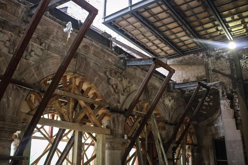El Fideicomiso del Teatro Mariano Matamoros administra el recurso aplicado en la recuperación del emblemático recinto, y fue la instancia que determinó que la obra sea realizada por medio de la SCOP
