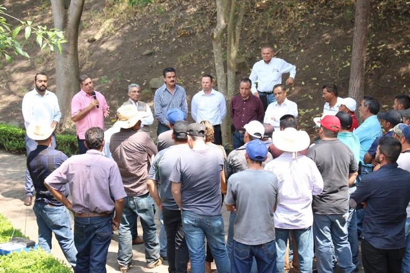 Los agricultores también se comprometieron a no instalar más huertas sin contar con los permisos de cambio de uso de suelo expedido por la SEMARNAT, dependencia que es la única que puede otorgar este tipo de permisos
