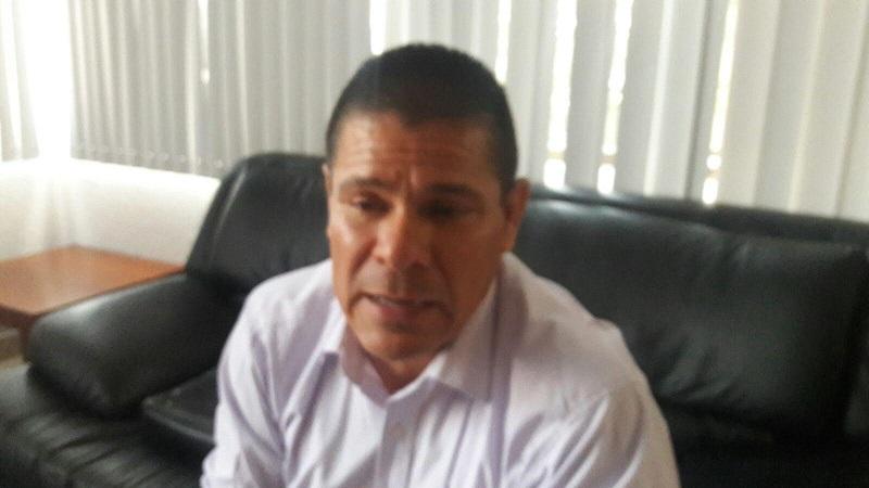 """""""Lamentablemente aquí en Morelia se alentó más el uso de las combis como medio de transporte público, pero yo le apuesto a que a gente se pueda trasladar en un vehículo de mayor capacidad y que le ofrezca mayor seguridad"""": Lagunas Vázquez (FOTO: ABUNDIO MOLINERO)"""