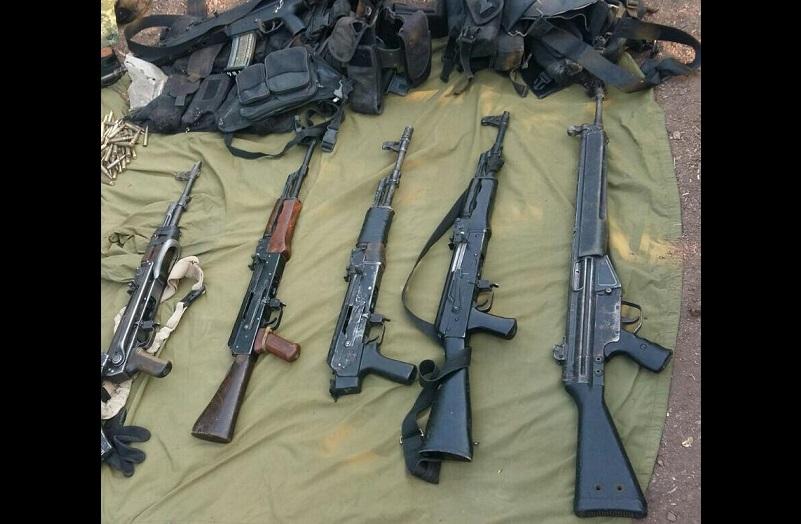 En el lugar también se encontró equipo táctico, que junto con las armas fue puesto a disposición de la autoridad correspondiente