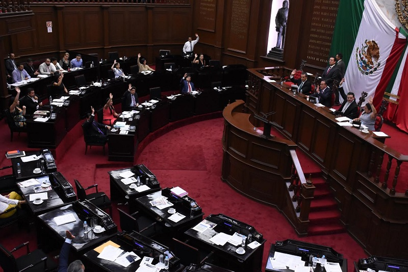 En otro tema, se aprobó dar un plazo máximo de 30 días para que el Congreso de Michoacán designe a un edil sustituto en caso de ausencia del presidente municipal