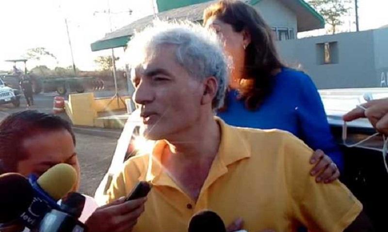Mireles recuperó su libertad luego de casi tres años de estar preso, acusado de portar armas de fuego de uso exclusivo del Ejército, y que la PGR, le imputara falsamente la comisión de delitos contra la salud