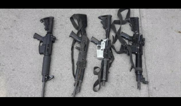Los detenidos, armas, cargadores y cartuchos fueron puestos a disposición de la autoridad competente para que defina su situación jurídica