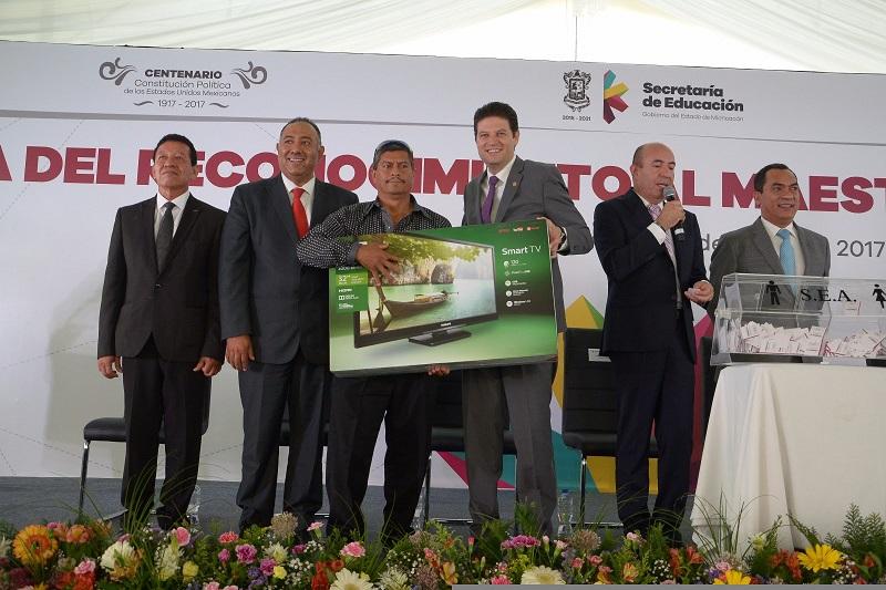 Martínez Alcázar participó en el Reconocimiento al Maestro Michoacano