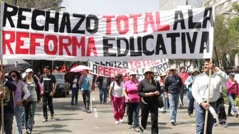Me parece absurdo que el principal argumento de miles de ellos contra la reforma educativa, principalmente de aquellos que no tienen vocación, es que dicha reforma es más bien de carácter laboral y no educativo