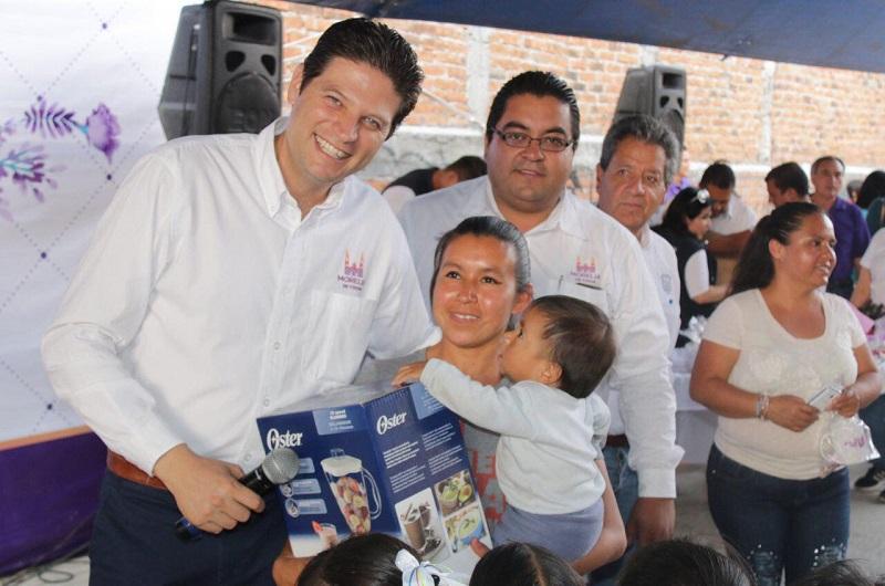 Martínez Alcázar afirmó que la sana convivencia es lo que se privilegia en los festejos del Día de la Madre, en el que se busca además el rescate de los valores