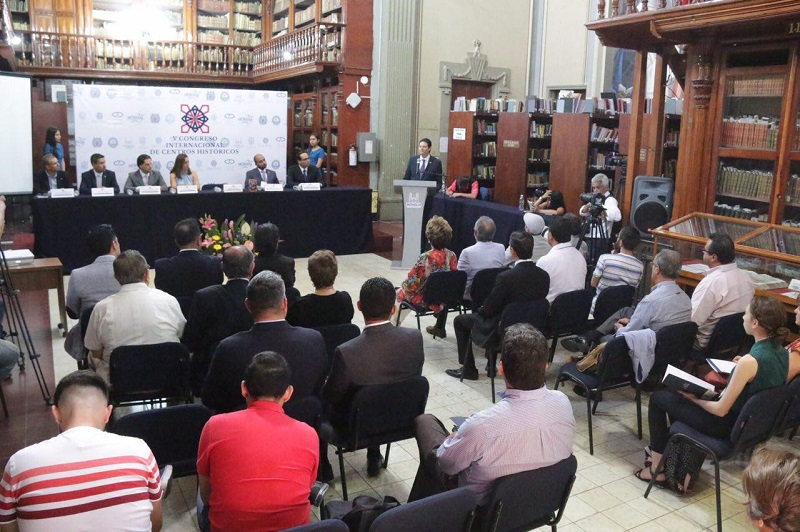 El alcalde Alfonso Martínez dio la bienvenida a los invitados de otros países presentes en la urbe de la cantera rosa
