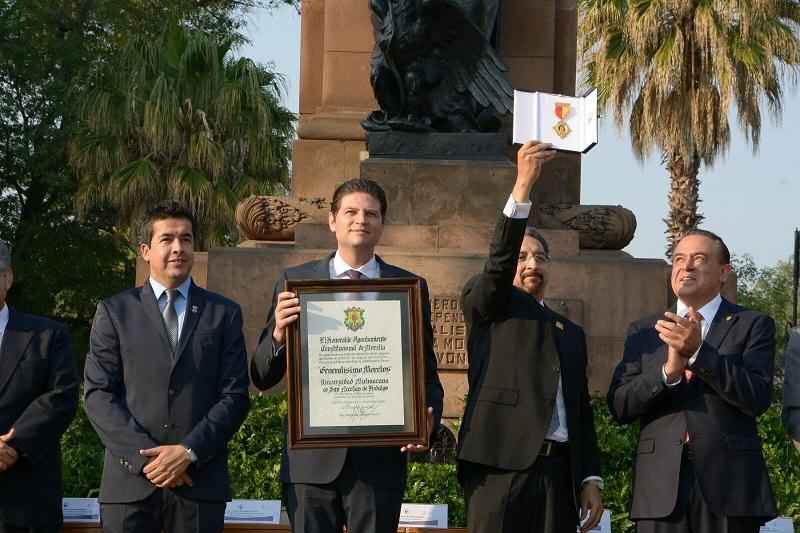 Previo a este acto, el alcalde Alfonso Martínez encabezó el Izamiento a la Bandera Nacional en el marco del 476 Aniversario de la Fundación de Morelia