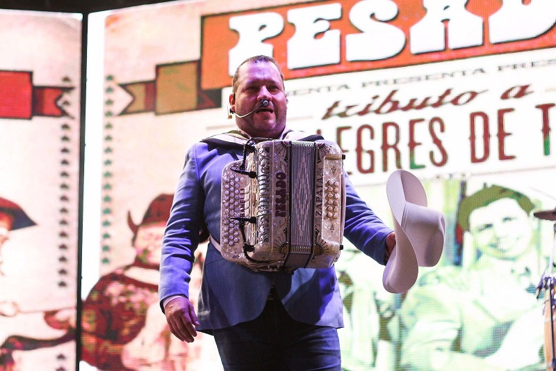 Mañana se presenta Bronco en el Teatro del Pueblo y Julión Álvarez en el Centro de Espectáculos de la Expo Fiesta