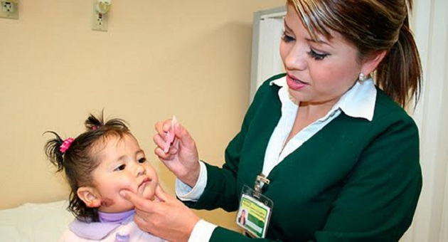 Elvira García Cuin, coordinadora auxiliar de salud pública del IMSS Michoacán, informó que además de la vacunación, se ejecutarán más de un millón de acciones preventivas