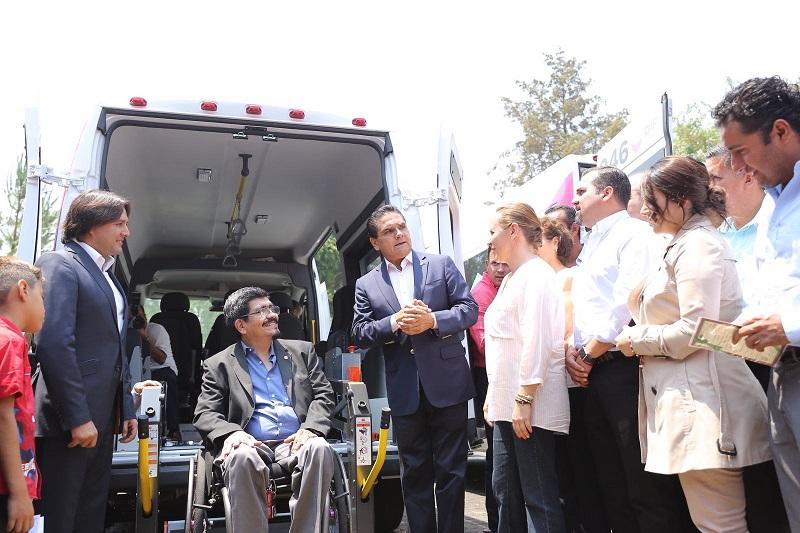Aureoles Conejo otorga además 136 escrituras gratuitas a personas de escasos recursos de Pátzcuaro