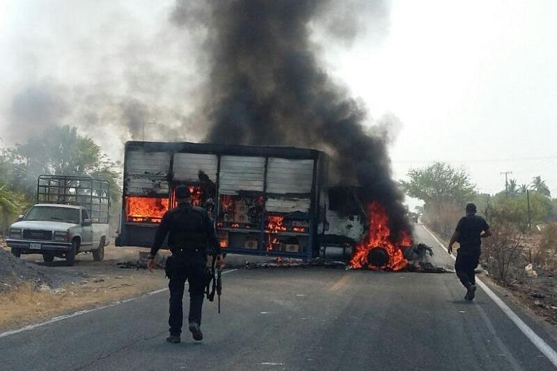 Las acciones parecen ser consecuencia de la detención en la víspera de 22 personas armadas en la localidad de Gámbara, del municipio de Múgica; la contingencia ya es atendida por la Policía Federal y la Policía Michoacán