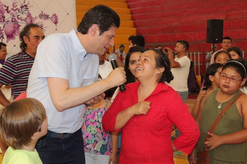 Martínez Alcázar reconoció a las mamás del municipio como el núcleo de las familias y recordó que dentro de su gran labor y contribución a esta sociedad, tienen sobre sus hombros la responsabilidad de inculcar valores a los hijos