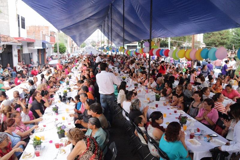 """""""Sabemos que para ustedes las mamás y para la población en general, una de las principales demandas es la seguridad, de ahí que estamos haciendo un gran trabajo por devolver la tranquilidad al municipio"""", dijo Martínez Alcázar"""