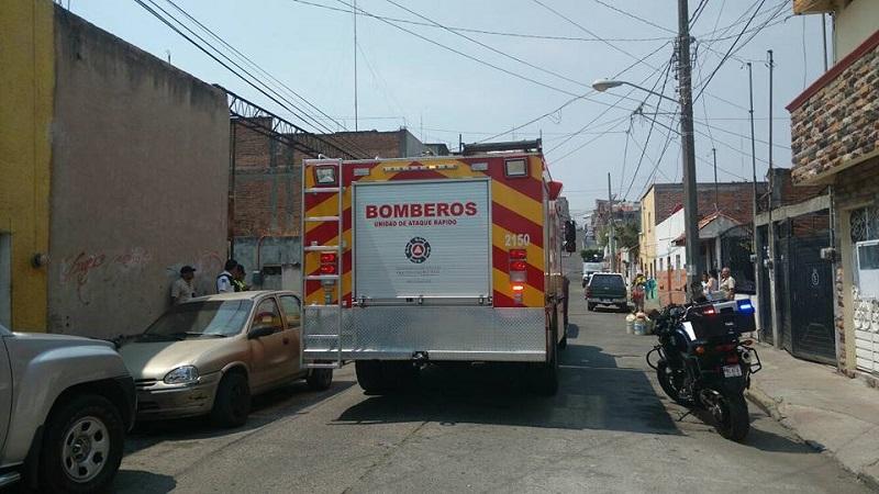 Hoy, los bomberos estatales sí utilizaron la motobomba nueva que hasta hace unos días era ocupada nada más para desfiles y eventos especiales (FOTOS: FRANCISCO ALBERTO SOTOMAYOR)