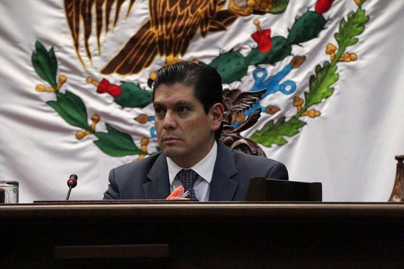 El diputado local aseveró que trabajará desde el Congreso de Michoacán en implementar políticas públicas que refuercen los programas educativos, para así poder brindar a los jóvenes una educación de calidad