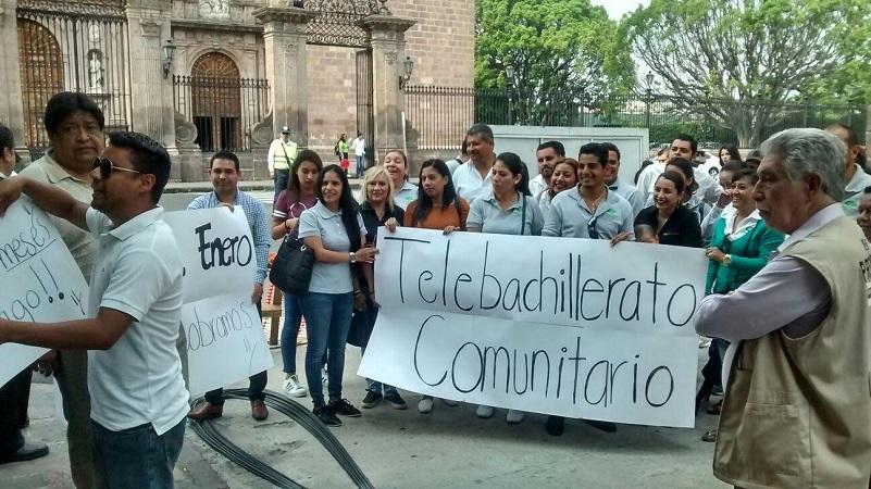 Los manifestantes denuncian que desde el mes de enero no han cobrado y exigen sus pagos (FOTO: FRANCISCO ALBERTO SOTOMAYOR)