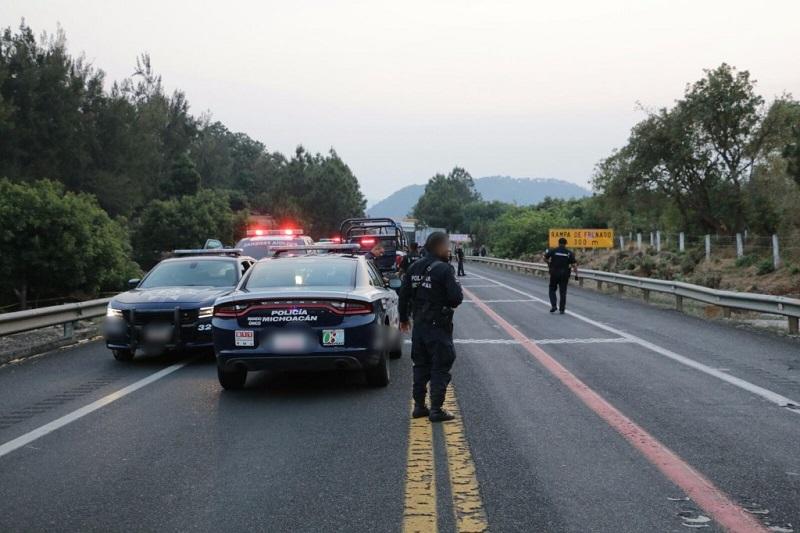 Heridos a los dos elementos, así como al mando policial, quien presenta una herida en el arco dorsal del lado izquierdo, así como la pérdida de dos dedos