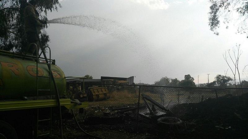 Inmediatamente se trasladaron unidades del sector de la Policía Michoacán, los cuales confirmaron la información y en minutos arribaron Bomberos Municipales, los cuales controlaron el incendio donde por fortuna no alcanzó a llegar el fuego a la maquinaria