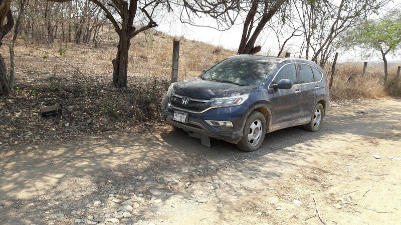 En el interior no encontraron objetos ilícitos pero el número de serie de la Honda apareció con reporte de robo en el Registro Público Vehicular (Repuve), por ello la consignaron la ante la autoridad correspondiente