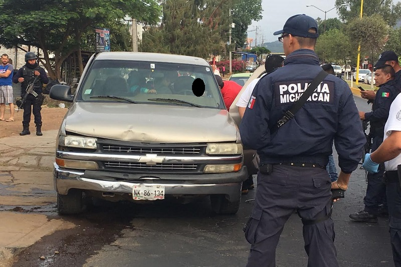 Al lugar se desplazaron elementos de la Policía Michoacán y de la fiscalía para las actuaciones de ley e iniciar la carpeta de investigación correspondiente