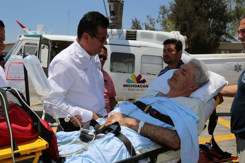 Mireles Valverde agradeció las facilidades otorgadas y enseguida fue subido a la aeronave que lo llevará a un hospital especializado en la capital del país