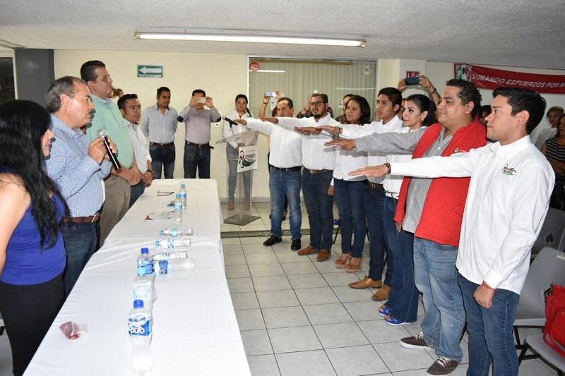 La encargada de clausurar la toma de protesta fue la presidenta del PRI Morelia, Alejandra Sánchez