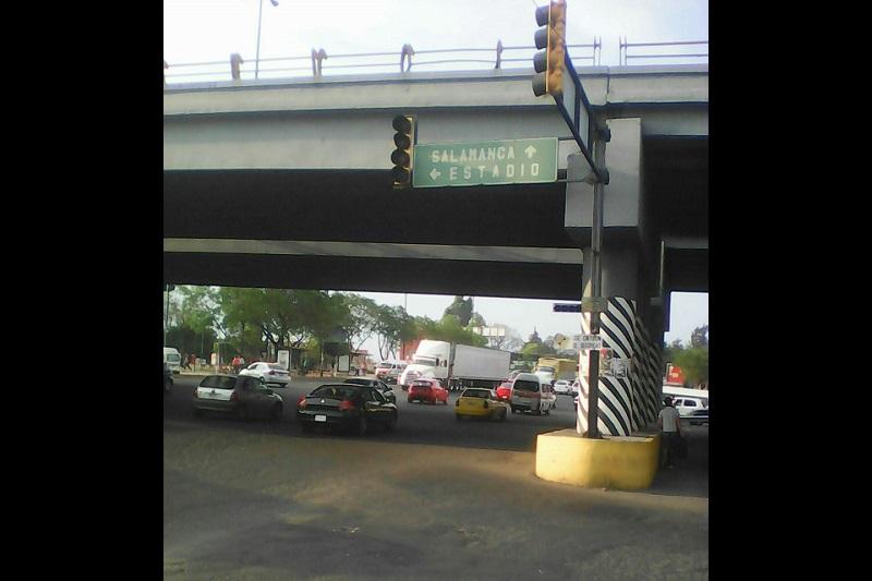 En las últimas semanas se han vuelto frecuentes las fallas y mal funcionamiento de semáforos en la ciudad de Morelia (FOTO: RAFAEL PINEDA)